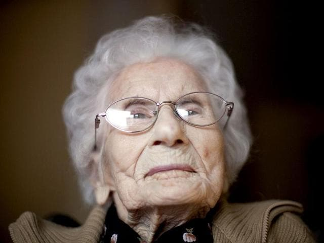 Besse-Cooper-sits-in-her-room-at-a-nursing-home-in-Monroe-Cooper-the-woman-who-was-listed-as-the-world-s-oldest-person-has-died-on-Tuesday-December-4-2012-in-a-Georgia-nursing-home-at-age-116-according-to-her-son-Sidney-Cooper-AP-David-Goldman