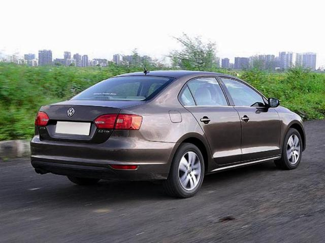 New Elantra takes on the Jetta, Cruze and Laura