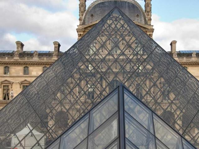 Paris-s-Louvre-welcomed-nearly-10-million-visitors-in-2012-Photo-AFP-jovannig-shutterstock-com