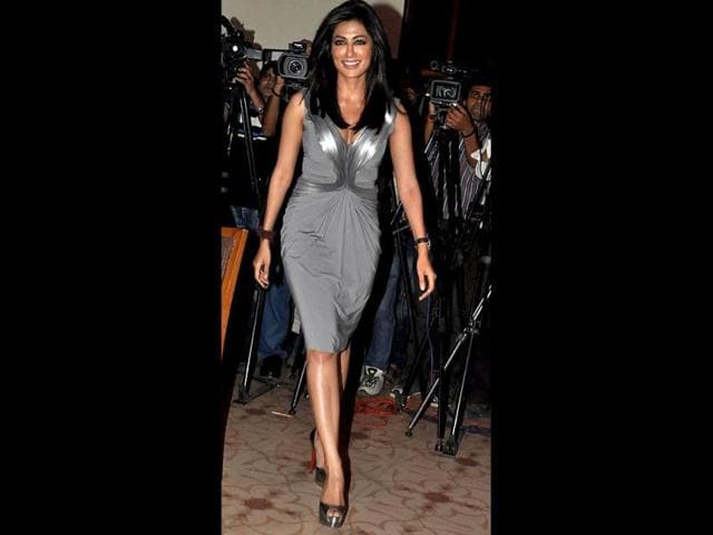 Chitrangda-Singh-looks-elegant-in-a-grey-dress-with-silves-outlines-and-shoes-to-match