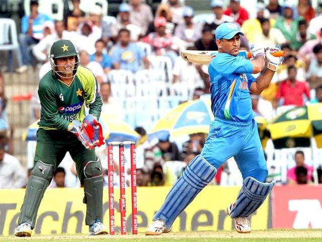 Indian Cricket Team under the captaincy of MS Dhoni going through a bad phase since last year and the effectiveness of Dhoni's leadership has been questioned quite often in the recent times but Skipper Dhoni does not mind in becoming a punching bag if it saves the other players from pressure.