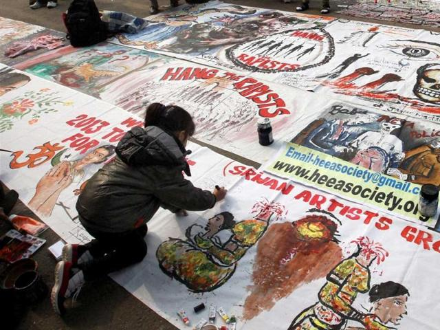 A-little-girl-preparing-placards-for-the-protest-against-the-gangrape-of-23-year-old-physiotherapist-at-Jantar-Mantar-in-New-Delhi-PTI-Photo