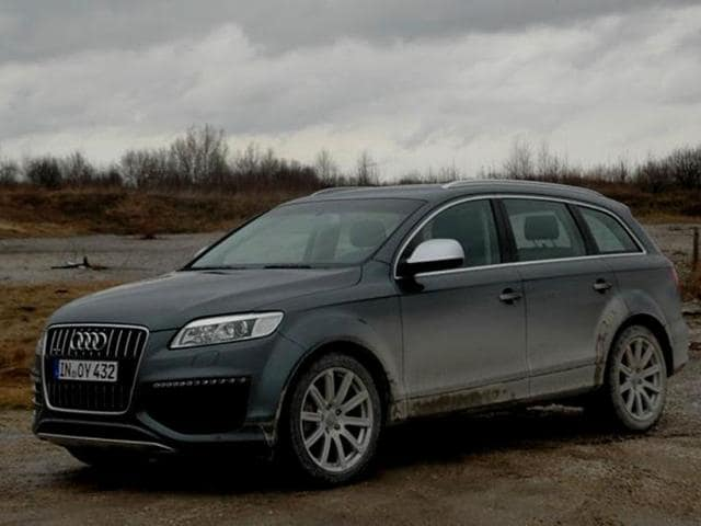 Audi Q V TDI Review Test Drive Autos Hindustan Times - Audi q7 v12