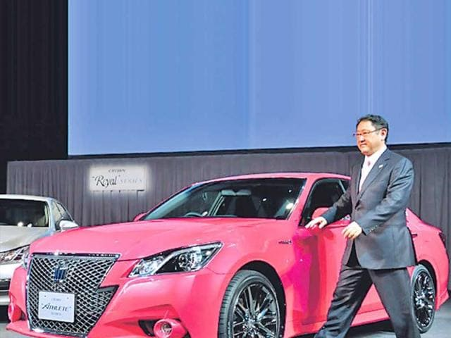Akio-Toyoda-with-the-restyled-Crown-in-Tokyo-last-Week-Photo-AFP