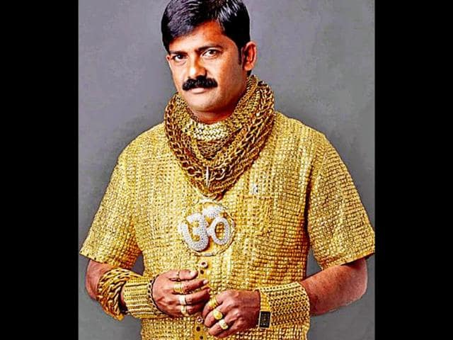 Datta-Phuge-who-moves-about-wearing-more-than-6-kg-gold-ornaments-has-now-got-himself-a-3-5-kg-gold-shirt-with-swarovski-crystal-buttons-and-matching-bracelets-rings-and-a-belt