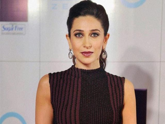 Bollywood-actor-Karishma-Kapoor-at-the-Zee-Cine-Awards-2013-in-Mumbai-on-Sunday-PTI-Photo