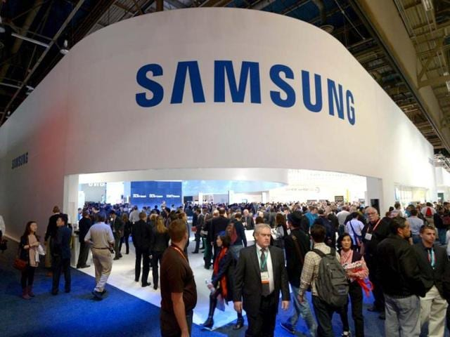 Consumers-flood-Samsung-booth-at-the-2013-International-CES-at-the-Las-Vegas-Convention-Center-in-Las-Vegas-Nevada-AFP-Photo