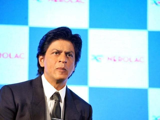 Shah-Rukh-Khan-performs-at-Umang-2013-on-Saturday-night