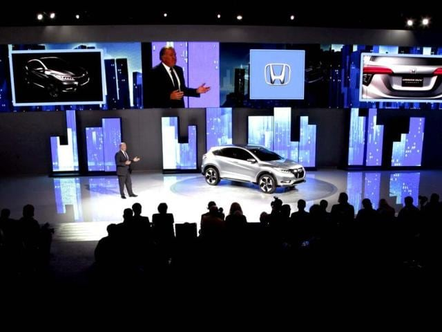John-Mendel-executive-vice-president-of-Sales-Honda-America-introduces-the-Honda-Urban-SUV-Concept-at-media-previews-for-the-North-American-International-Auto-Show-in-Detroit-AP-Photo