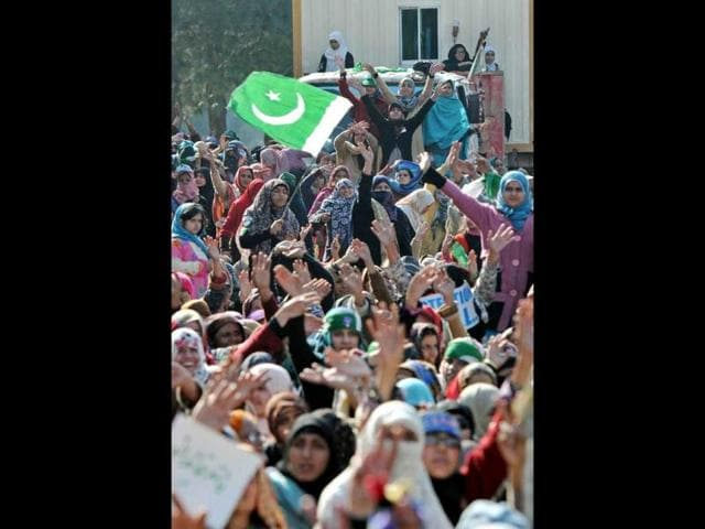 Supporters of Pakistani cleric Tahir-ul Qadri chant slogans during a protest rally in Islamabad, Pakistan. (AFP Photo)