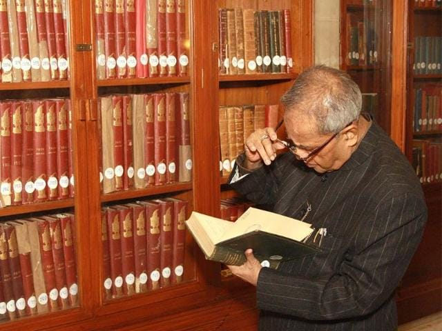 President-Pranab-Mukherjee-in-the-library-Photo-IANS