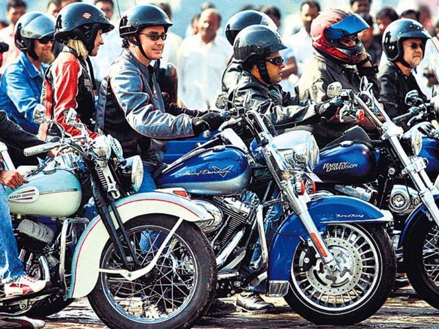 Stunt biking,delhi police,Noida-Greater Noida expressway