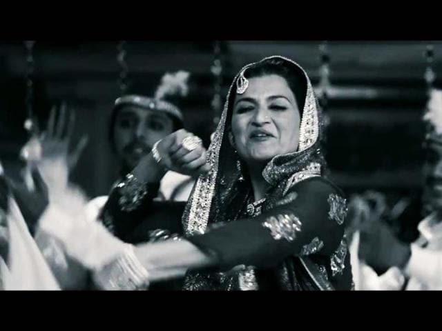 Sarika-is-also-seen-in-of-the-song-sequences-in-the-film