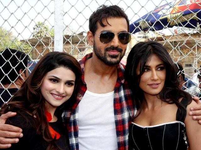 John-Abraham-Chitrangada-Singh-and-Prachi-Desai-at-the-shooting-of-film-I-Me-Aur-Main-in-Mumbai-on-Friday-evening-PTI-Photo