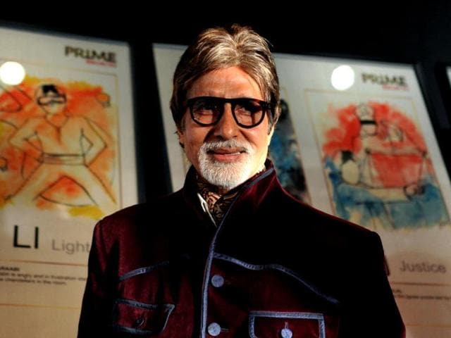 Bollywood-film-actor-Amitabh-Bachchan-poses-during-felicitation-as-winner-of-India-s-Prime-Icon-by-Big-CBS-Prime-in-Mumbai-on-January-24-2013-AFP-PHOTO