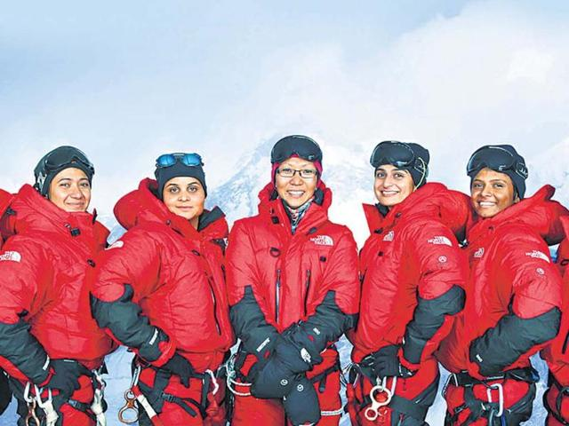 Major-Neha-Bhatnagar-extreme-right-with-the-expedition-team