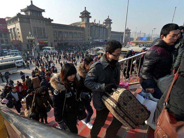 Chinese-travellers-arrive-to-board-trains-as-the-annual-Lunar-New-Year-exodus-begins-at-Beijing-train-station-Photo-AFP-Mark-Ralston