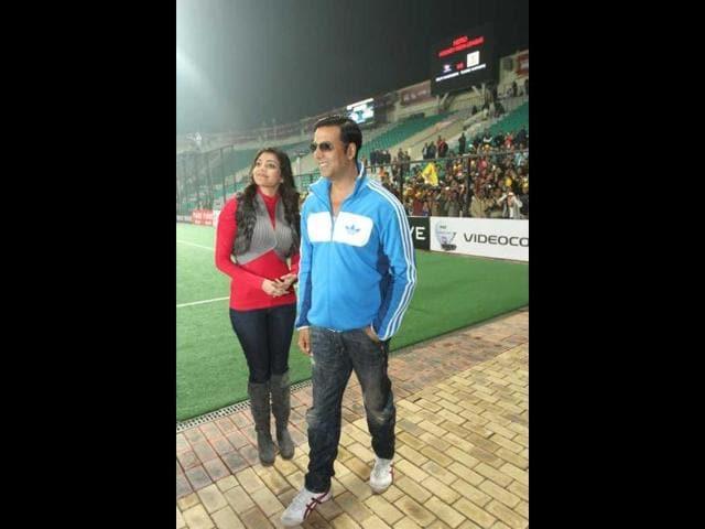 Akshay-Kumar-and-Kaajal-Agarwal-in-Delhi-for--Hockey-India-League-on-Tuesday-January-30-2013-HT-Photo
