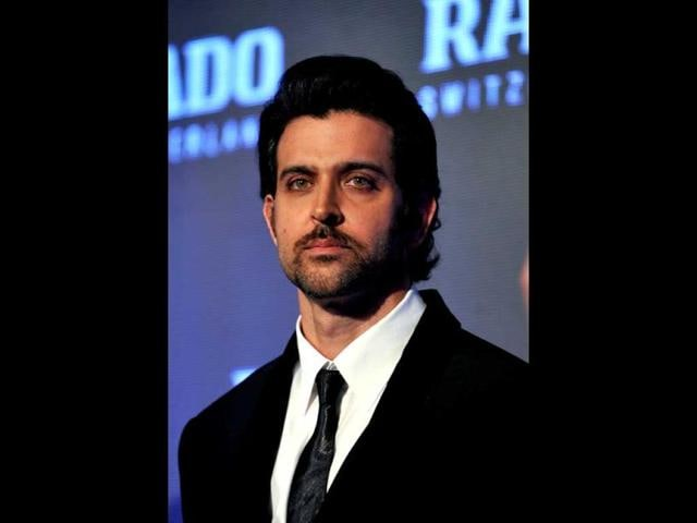 Hrithik-Roshan-looks-suave-in-a-black-suit-at-a-promotional-event