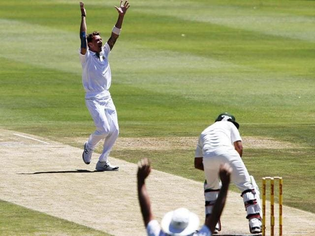 South-Africa-s-Dale-Steyn-celebrate-after-taking-the-wicket-of-Pakistan-s-Nasir-Jamshed-during-the-second-day-of-their-first-test-cricket-match-in-Johannesburg-Reuters-photo