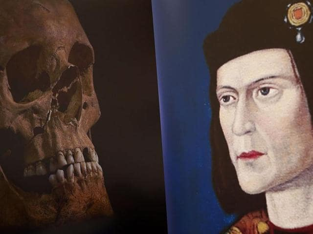 A-television-image-of-King-Richard-III-s-skull-is-seen-next-to-a-portrait-of-him-during-a-news-conference-in-Leicester-Reuters