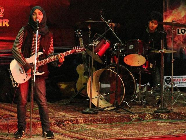 Facing fatwa, Kashmir's all-girl rock band quits