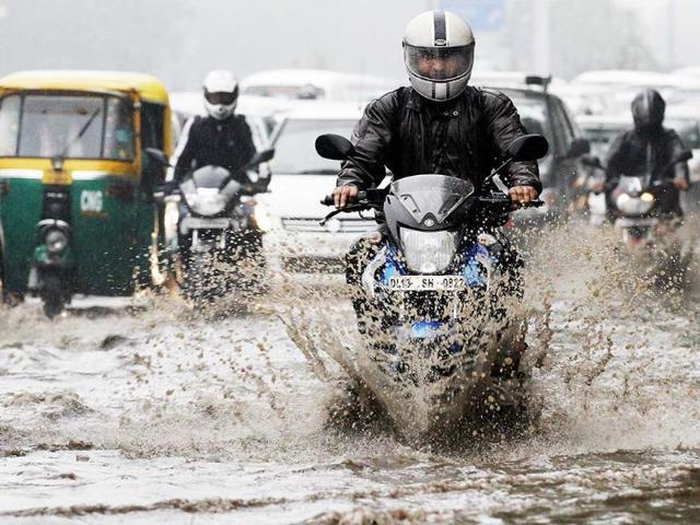 Traffic-is-seen-at-Vijay-Chowk-as-it-rains-in-New-Delhi-PTI-Shahbaz-Khan