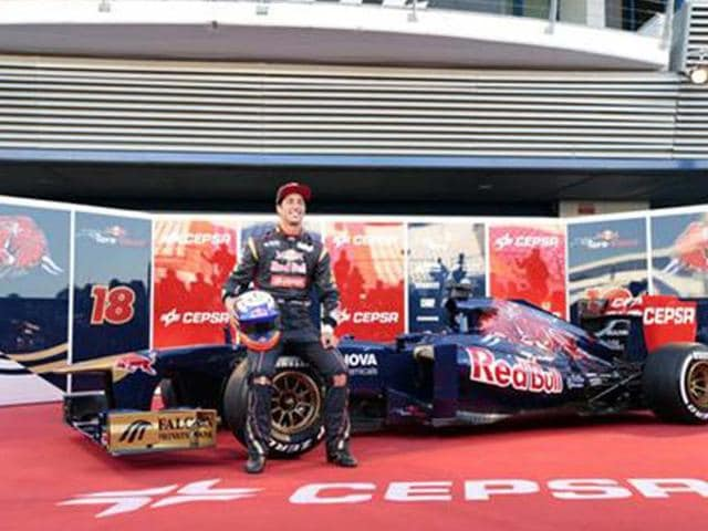 Toro-Rosso-reveals-2013-car-at-Jerez
