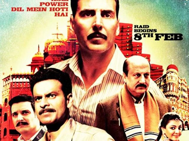 Anupam-Kher-and-Akshay-Kumar-play-conmen-in-their-upcoming-movie-Special-Chabbis-that-releases-on-Friday