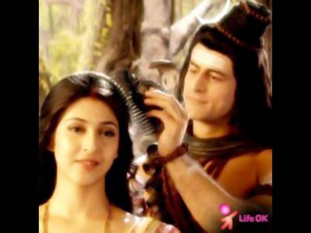 Devon-Ke-Dev-Mahadev-is-a-mythological-serial-with-a-freshness-It-shows-the-mythological-characters-of-Shiva-Parvati-Ganesh-in-the-light-of-real-human-lives-Mahadev-has-shot-some-cute-romantic-scenes-between-Mahadev-Mohit-Raina-and-Parvati-Sonarika-Bhadoria-where-the-god-is-seen-trying-to-woo-the-goddess