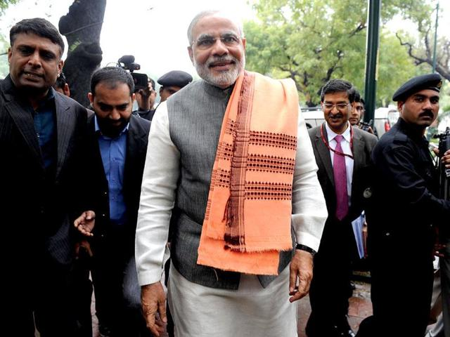 Gujarat chief minister Narendra Modi's latest dig at the UPA wherein he alleged that its misgovernance had broken the trust of 120 Crore Indians drew wide condemnation from all corners of political fraternity on Monday. BJP Leader, Meenakshi Lekhi however supported Modi's remark calling the Congress-led UPA government inefficient and corrupt.
