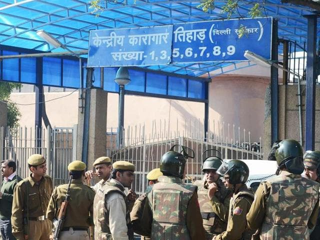 Police-keep-watch-outside-Tihar-Jail-where-Mohammed-Afzal-Guru-was-reportedly-hanged-in-New-Delhi-AFP