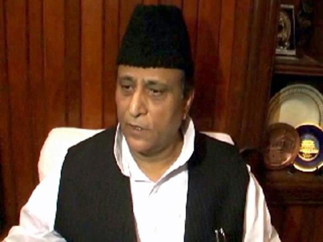 Azam Khan drives a bus, lands in fresh controversy