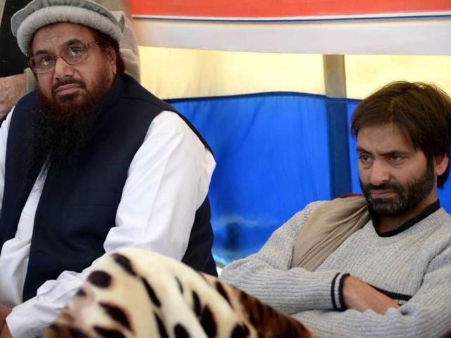 Hafiz-Saeed-L-sits-with-chairman-of-Jammu-Kashmir-Liberation-Front-Yasin-Malik-on-his-hunger-strike-against-the-execution-of-Mohammed-Afzal-Guru-in-Islamabad-AFP-PHOTO