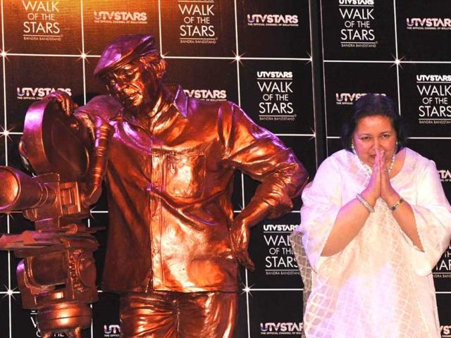 Pamela-Chopra-poses-during-the-unveiling-of-a-UTV-STARS-walk-of-the-stars-bronze-statue-of-her-late-husband-and-Bollywood-stalwart-Yash-Chopra-in-Mumbai