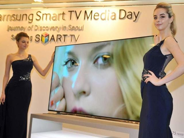 Models-pose-with-Samsung-Electronics-new-75-inch-F8000-Smart-LED-TV-during-a-media-conference-in-Seoul-Photo-AFP-Jung-Yeon-Je