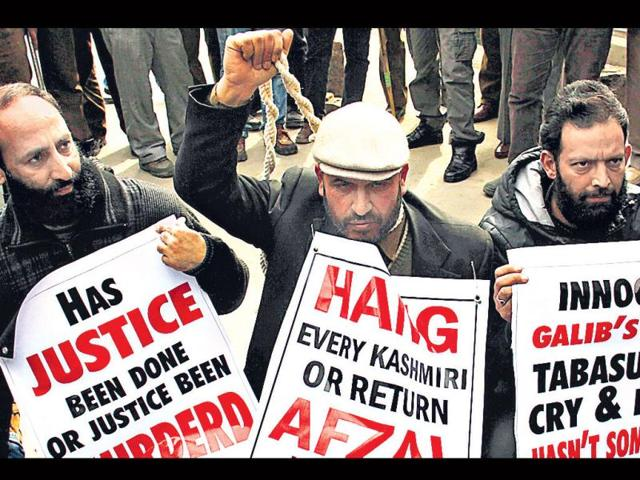 Human-rights-activist-Ahsan-Untoo-centre-stages-a-protest-to-demand-Afzal-Guru-s-remains-in-Srinagar-HT-photo-Waseem-Andrabi