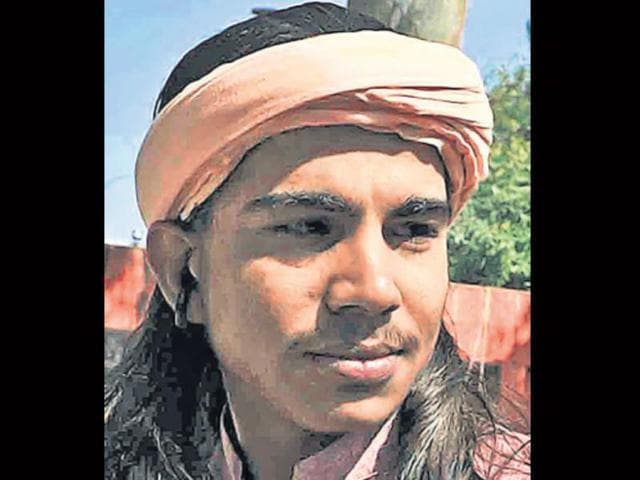 Mahanth-Chotu-Nath-A-priest-who-drives-an-Audi-pays-Rs-10-lakh-for-fancy-number