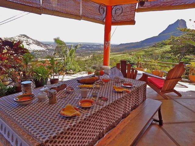 Breakfast-at-Mon-Choix-Photo-Shivya-Nath