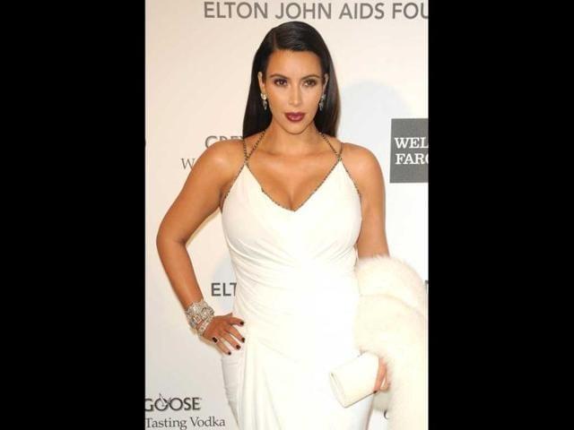 Kim-Kardashian-wears-a-white-dress-flaunting-ample-cleavage-at-Elton-John-s-Oscar-Party-AFP-Photo
