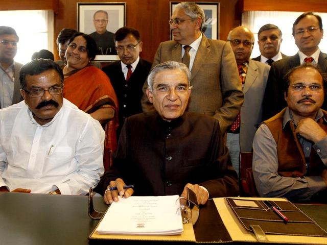 Union-railways-minister-Pawan-Kumar-Bansal-poses-for-a-photo-while-giving-final-touches-to-the-Railway-Budget-2013-14-on-the-eve-of-its-presentation-in-Parliament-at-Rail-Bhavan-in-New-Delhi-HT-Sanjeev-Verma