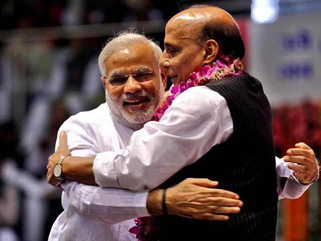Chief-minister-of-Gujarat-Narendra-Modi-L-hugs-BJP-president-Rajnath-Singh-during-BJP-national-council-meeting-in-New-Delhi-HT-photo-Raj-K-Raj