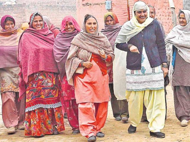 Sushma-Bhadu-second-from-right-at-Dhani-Miyan-Khan-village-of-Fatehabad-took-a-pop-at-the-centuries-old-tradition-HT-photo-Gurminder-Singh