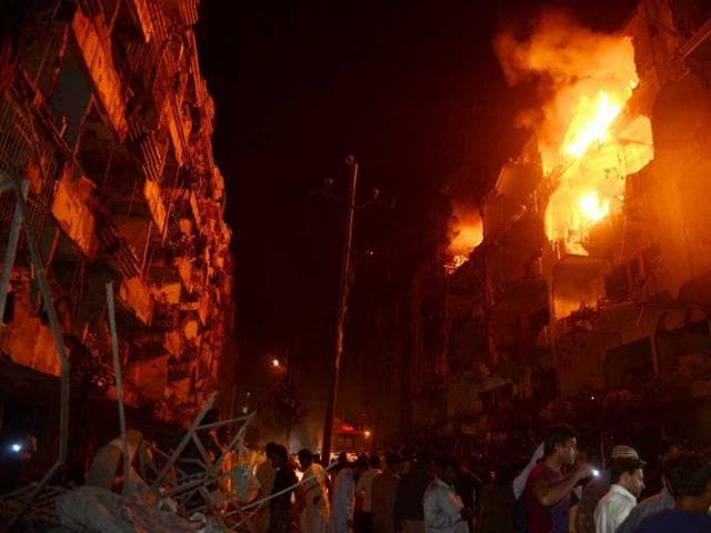Pakistani-residents-gather-after-the-bomb-blast-in-Karachi-AFP