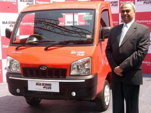 Pravin-Shah-Chief-Executive-Automotive-Division-of-Mahindra-amp-Mahindra-Ltd-announced-the-launch-of-the-new-Maxximo-Plus-the-country-s-most-technologically-advanced-85-ton-playload-mini-truck-at-its-Kandivali-work-shop-in-Mumbai-on-Monday-With-story-Photo-UNI