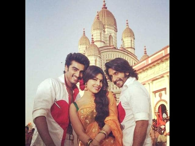 Arjun Kapoor, Priyanka Chopra and Ranveer Singh on the sets of their upcoming movie Gunday. (Photo courtesy: Twitter)