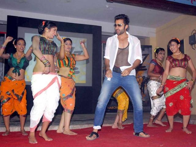 Jackky-Bhagnani-does-lavani-on-Gangnam