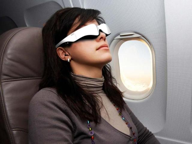 Carl-Zeiss-Cinemizer-OLED-3D-multimedia-glasses-Photo-AFP-Carl-Zeiss