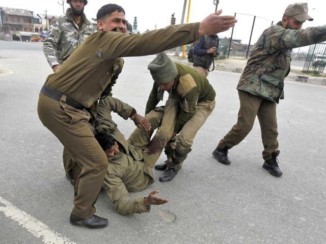 srinagar crpf camp attack,news,hindustan times