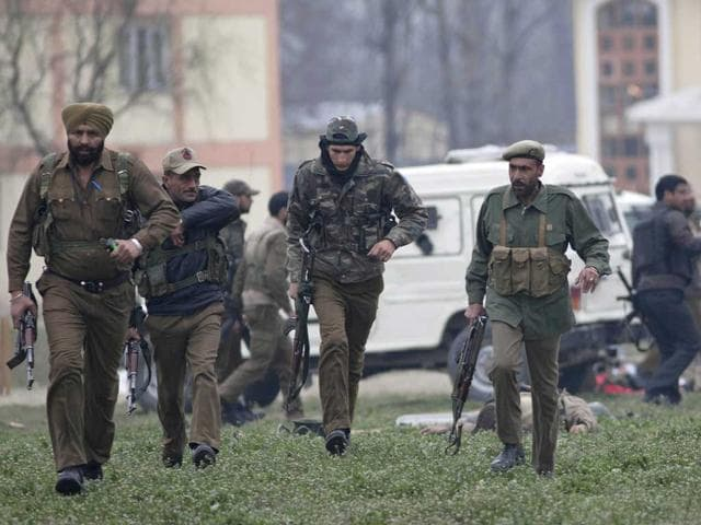 Srinagar firing,paramilitary soldiers,Central Industrial Security Force
